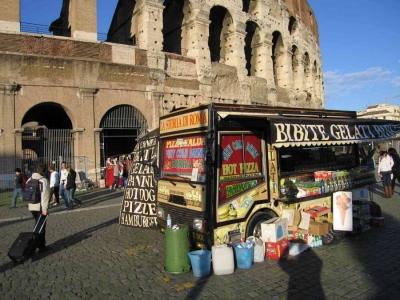 Da oggi Colosseo non più ostaggio camion bar, impegno mantenuto. Molti ne hanno parlato per decenni, Giunta Marino l'ha fatto